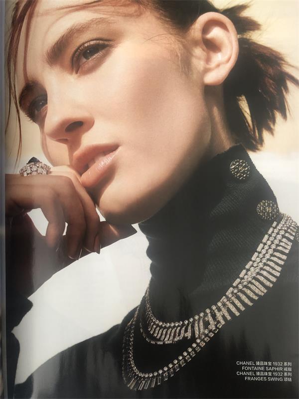 明星艺人时尚杂志拍摄软文广告植入
