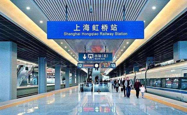 上海虹桥枢纽灯箱广告