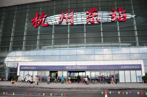 杭州东高铁站LED屏广告