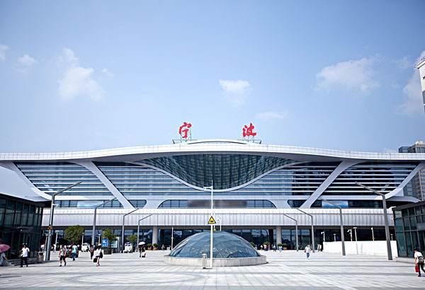 宁波火车站LED灯箱广告
