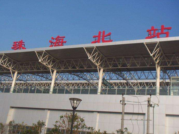 珠海火车站候车厅LED屏广告