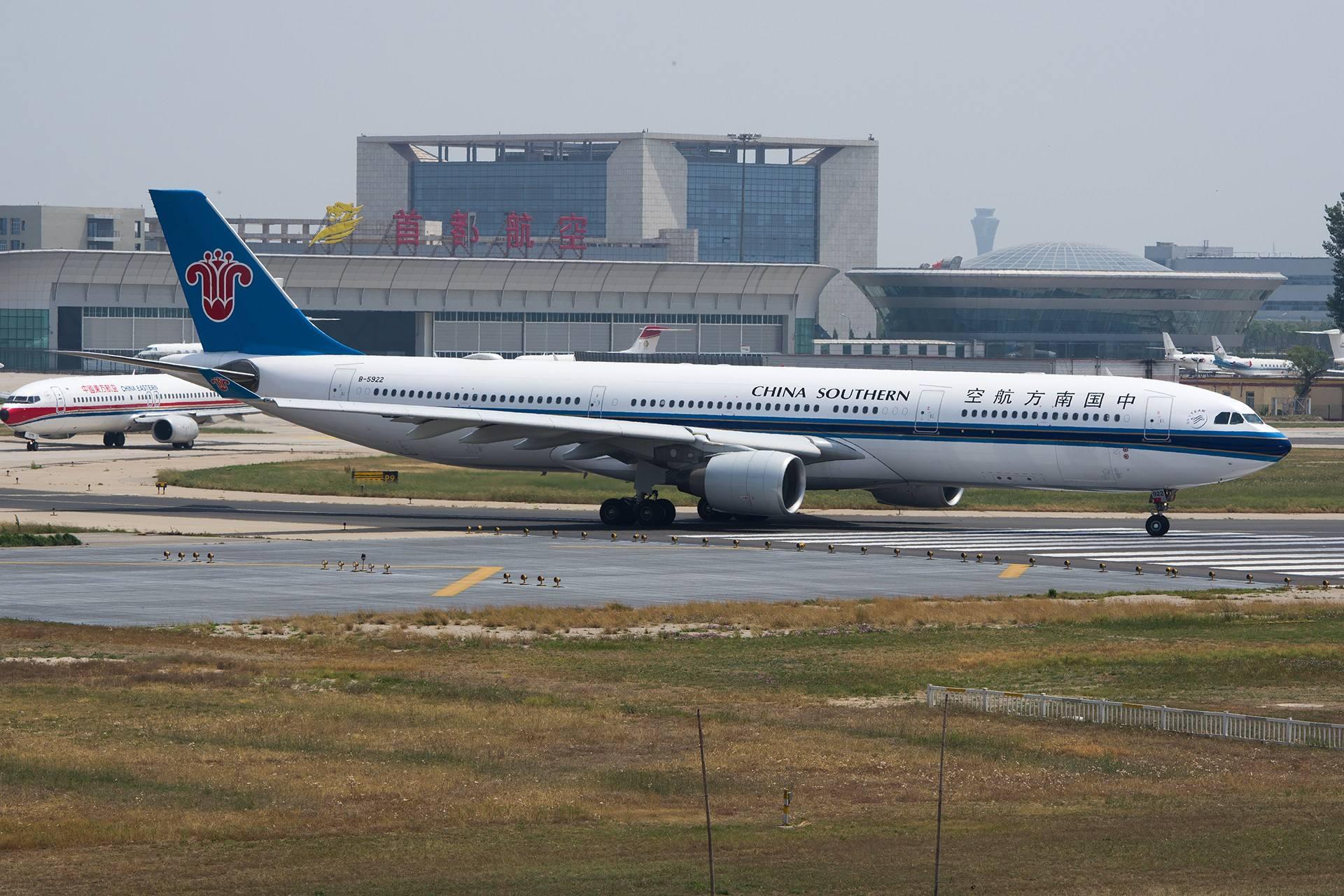 北京首都机场灯箱广告