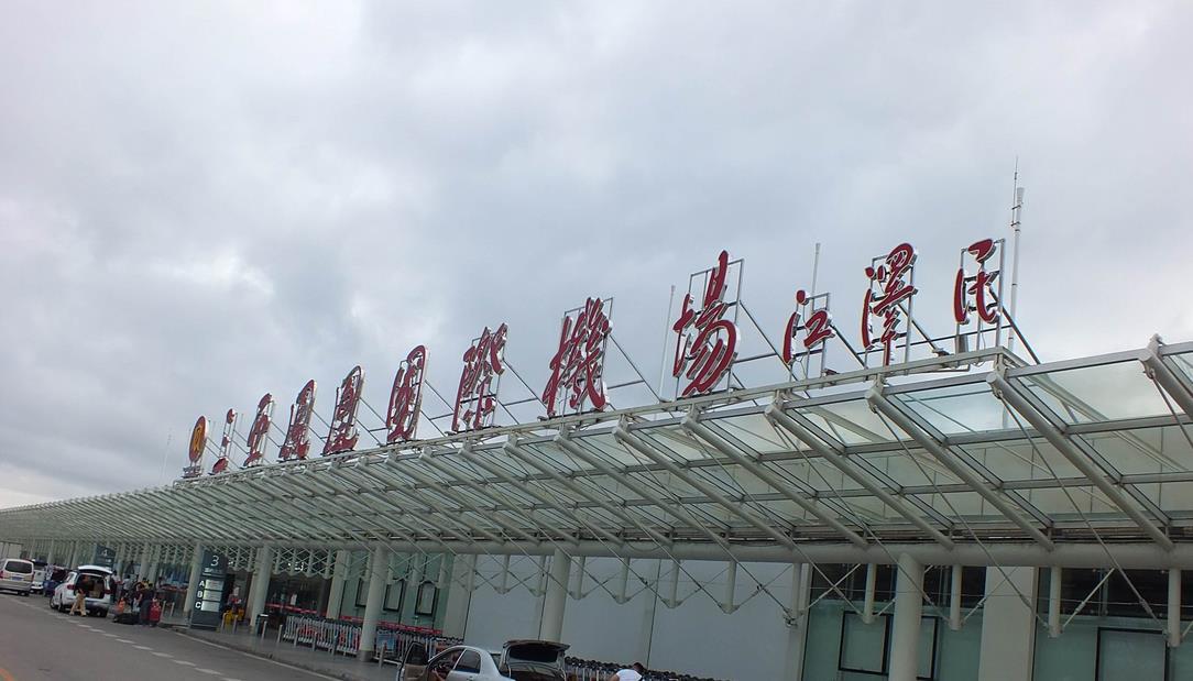 三亚凤凰机场灯箱广告