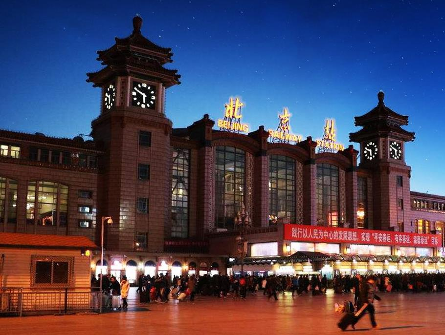北京火车站LED屏广告