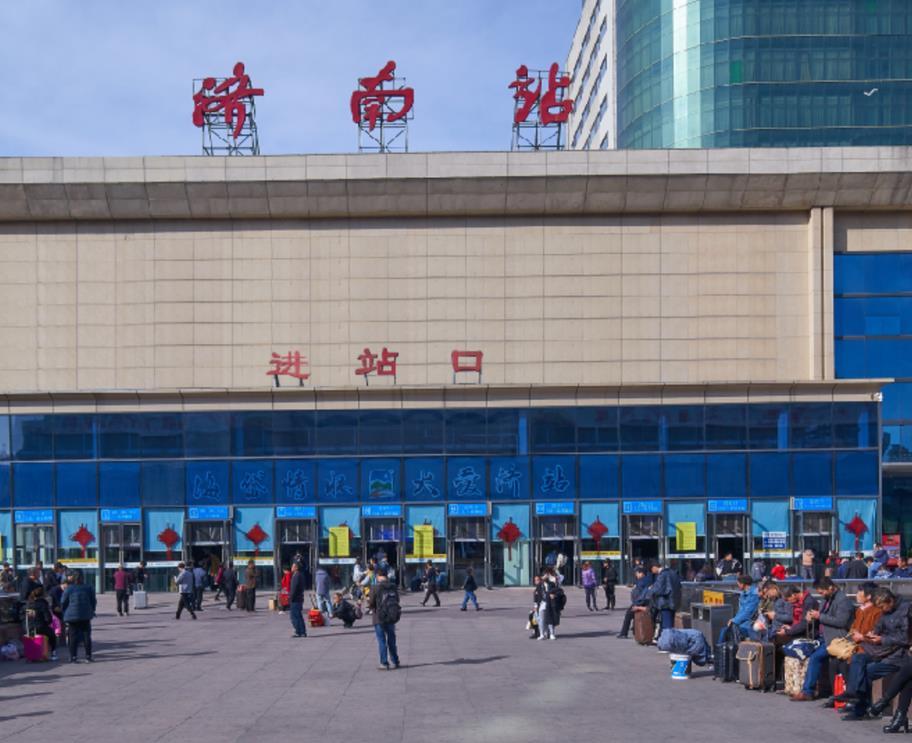 济南火车站LED屏广告